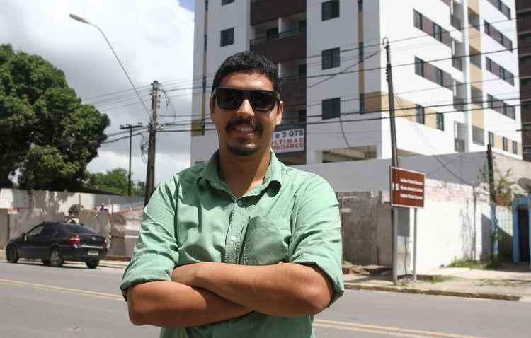 Agay Borges, 28 anos, aguarda entrega das chaves do seu primeiro apartamento - Julio Jacobina/DP