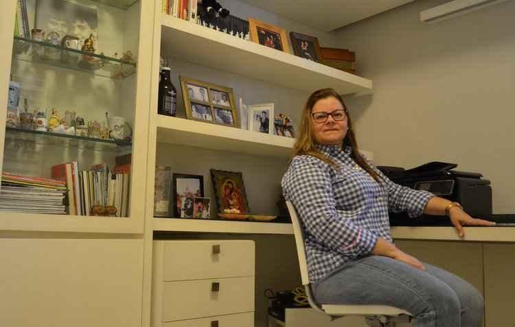 Flora Rosa adaptou um de seus quartos em um home office com sofá-cama - Malu Cavalcanti/Esp. DP