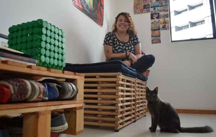 Casa da professora Elena Falcão ganhou charme extra com móveis de madeira - Malu Cavalcanti/ Esp. DP