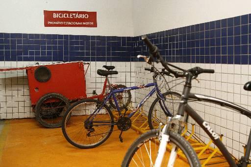 Edifício Albert Einstein, da Rio Ave, projetou o bicicletário quando foi lançado em 1999 - Edifício Albert Einstein, da Rio Ave, projetou o bicicletário quando foi lançado em 1999 (BLENDA SOUTO MAIOR/DP/D.A PRESS)