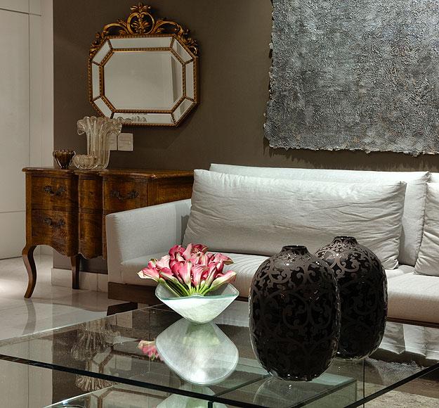 Modelo clássico é a aposta da decoradora Jacqueline Salomão para o canto da sala de estar - Modelo clássico é a aposta da decoradora Jacqueline Salomão para o canto da sala de estar (Jomar Bragança/Divulgação)