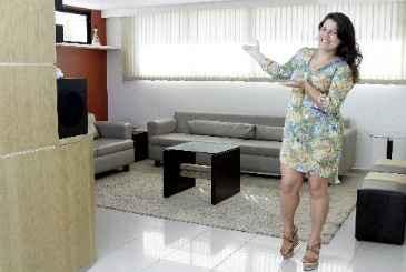 Daniela Gouveia utiliza o espaço gourmet para receber amigos com mais conforto - Daniela Gouveia utiliza o espaço gourmet para receber amigos com mais conforto (GUILHERME VERISSIMO/ESP. DP/D.A PRESS)