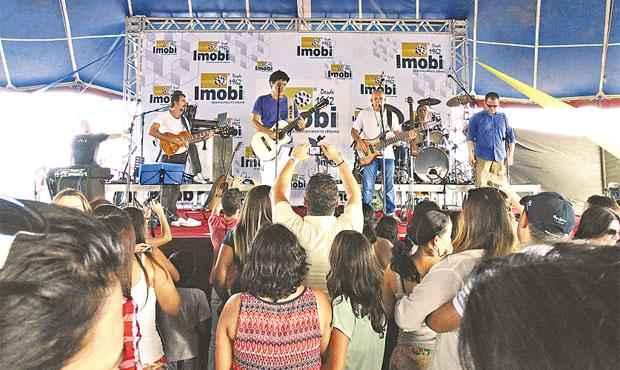 Show de Jorge Vercilo foi uma das atrações promovidas pelo Mega Show Imobi para clientes em potencial - Show de Jorge Vercilo foi uma das atrações promovidas pelo Mega Show Imobi para clientes em potencial (IMOBI DESENVOLVIMENTO URBANO/DIVULGAÇÃO)