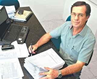 O engenheiro Paulo Lima alerta para que os moradores sejam precavidos  - ANNACLARICE ALMEIDA/ DA/D. A. PRESS