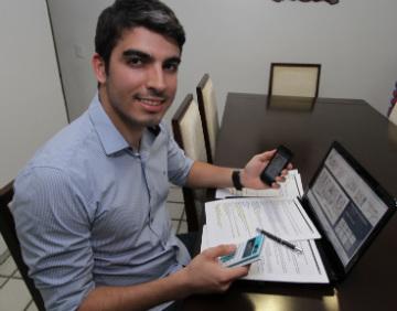 Sem pressa para adquirir o imóvel, Gilberto estuda a melhor maneira de fazer render seu dinheiro - Roberto Ramos/DP/D.A Press
