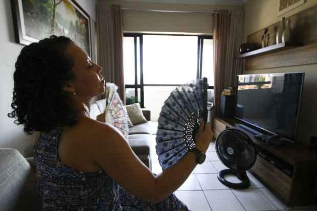 Claudenice Ferreira sofre com o calor do verão há cinco anos - Paulo Paiva/DP/D.A Press.