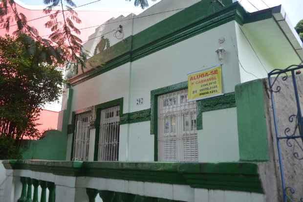 Casas do Sítio Histórico costumam ser opções para os turistas - Malu Cavalcanti/ Esp. DP
