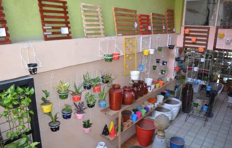Acessórios de jardinagem e vasos específicos dão charme ao ambiente - Malu Cavalcanti/Esp. DP