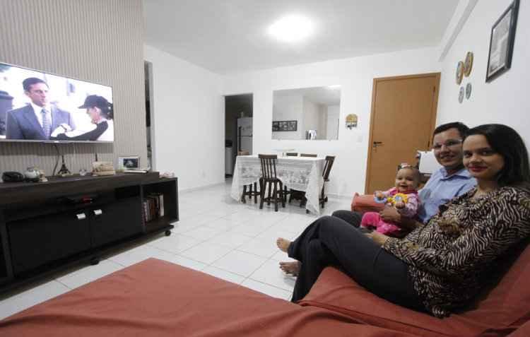 Paula e Tiago Freitas contrataram um engenheiro para a vistoria do novo apartamento - Ricardo Fernandes/DP