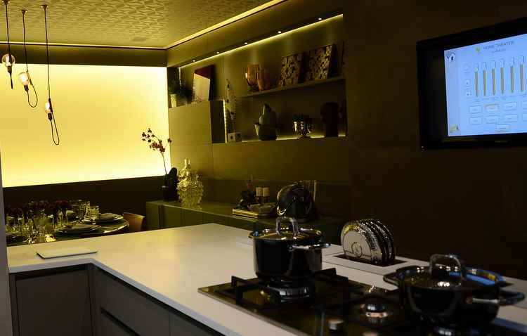 Automoção pode ser ótimo recurso para controlar a iluminação da cozinha - Marcela Cintra/Esp. DP