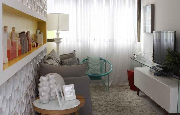 Espaços bem aproveitados com nichos, vidros e móveis pequenos - Amanda Oliveira / Esp. DP
